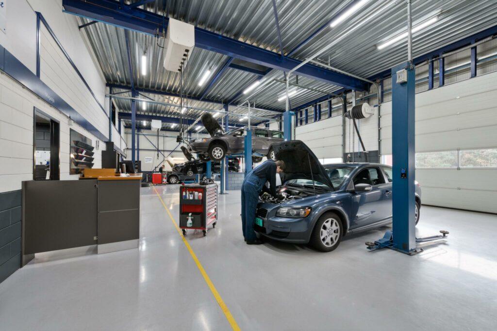 Volvo garage